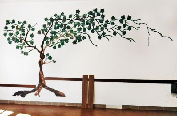 Kerámia szőlőtő. Ablonczy Eszter alkotása 2002.
